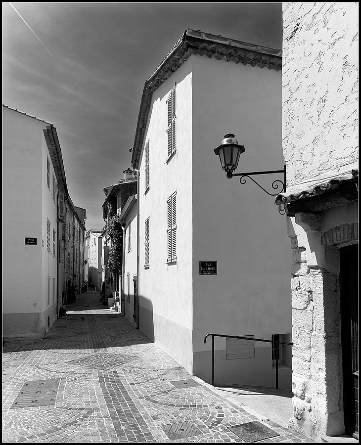 Rue Rene LAPORTE/Place du BARRI, Antibes, Cote d'Azur, France | ZEISS DISTAGON F2.8 21MM <br> Click image for more details, Click <b>X</b> on top right of image to close