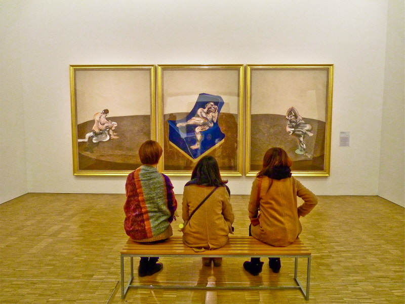 "Three women contemplating ""Three figures in a room"" by Francis Bacon (Centre Pompidou, Paris) 