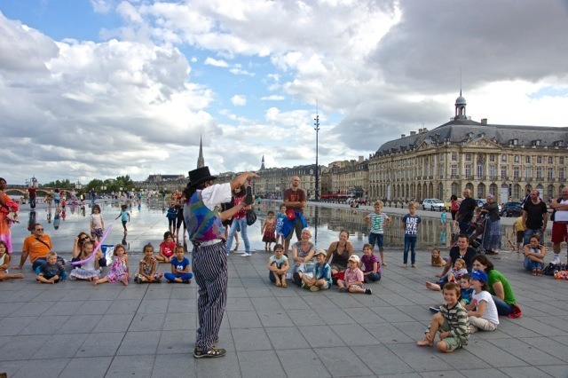 Magician, La Garonne, Le miroir de Bordeaux, Place de la Bourse | ZEISS ZA VARIO-SONNAR DT F3.5-F4.5 16-80MM <br> Click image for more details, Click <b>X</b> on top right of image to close