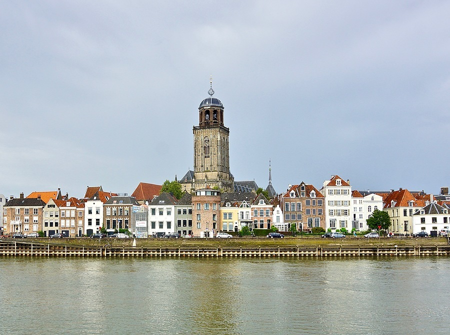 View of Deventer on the IJssel river | CARL ZEISS VARIO-SONNAR T* DT 16-80MM F3.5-4.5 ZA (SAL1680Z) <br> Click image for more details, Click <b>X</b> on top right of image to close