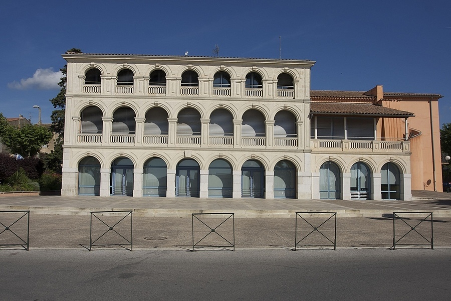 La Mairie de Cuers, Var | ZEISS ZA VARIO-SONNAR DT F3.5-F4.5 16-80MM <br> Click image for more details, Click <b>X</b> on top right of image to close
