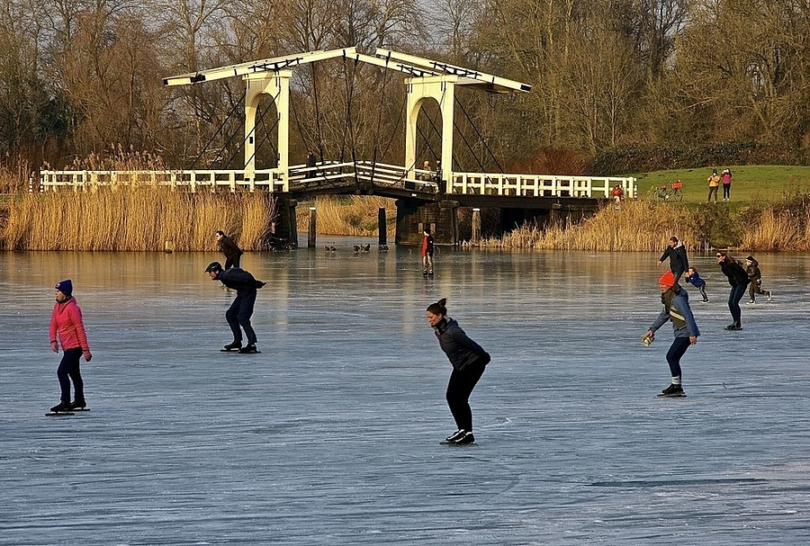 Skating on the Bosbaan, Amsterdam | LENS MODEL NOT SET <br> Click image for more details, Click <b>X</b> on top right of image to close