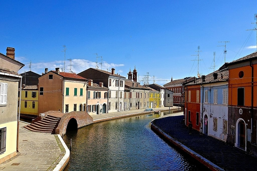 Ponte dei Sisti, Comacchio | LENS MODEL NOT SET <br> Click image for more details, Click <b>X</b> on top right of image to close