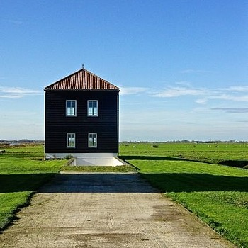 Dutch landscape. Unoccupied house | LENS MODEL NOT SET