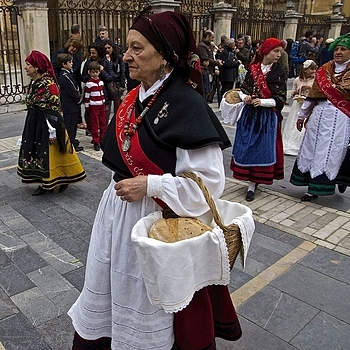 Participant in the Corpus Christi procession, May 29, Leon | LENS MODEL NOT SET <br> Click image for more details, Click <b>X</b> on top right of image to close