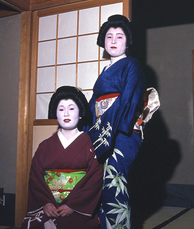 Maiko Dancers, Kyoto, Japan | ZEISS JENA BIOMETAR 80MM F2.8 <br> Click image for more details, Click <b>X</b> on top right of image to close
