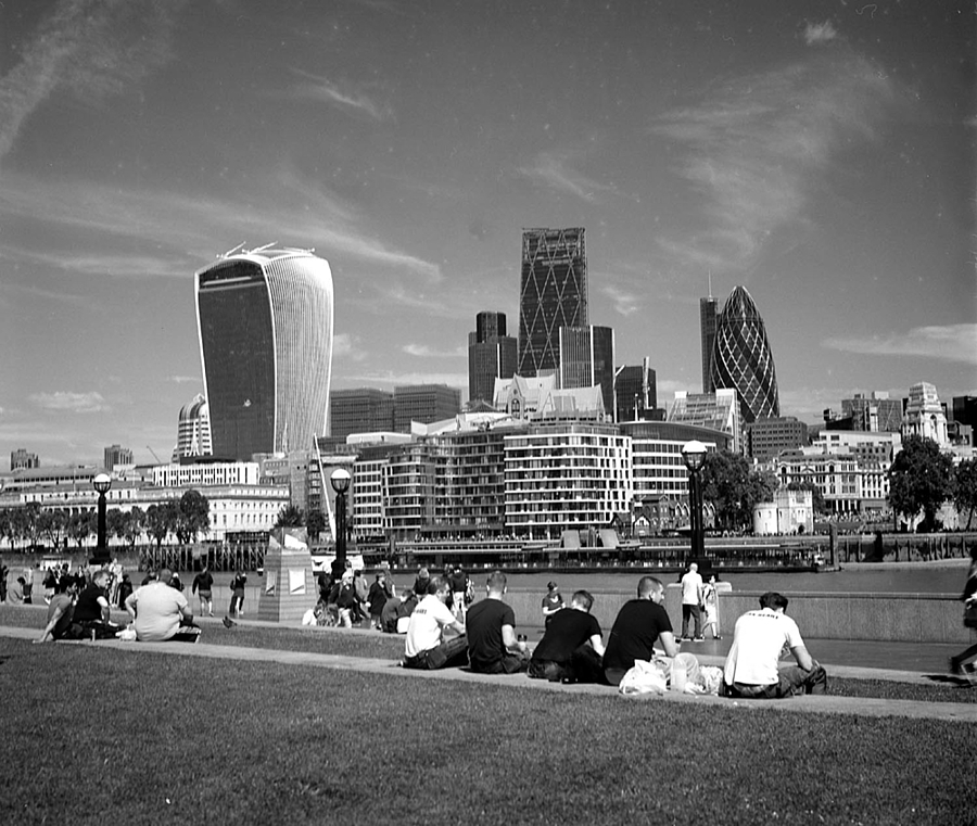 London - Red Filter | ZEISS F PLANAR 2.8/80 <br> Click image for more details, Click <b>X</b> on top right of image to close