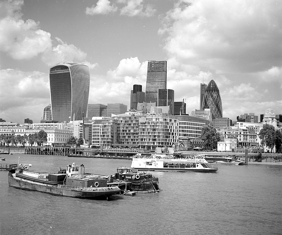 London - Orange Filter | ZEISS F PLANAR 2.8/80 <br> Click image for more details, Click <b>X</b> on top right of image to close