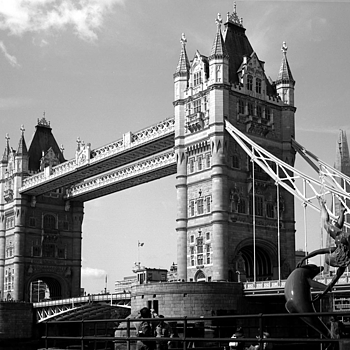 Tower Bridge London | ZEISS F PLANAR 2.8/80 <br> Click image for more details, Click <b>X</b> on top right of image to close