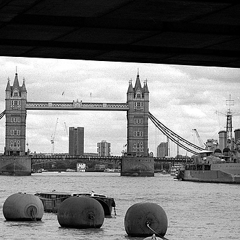 London: Tower Bridge | ZEISS CFI SONNAR F4 180MM